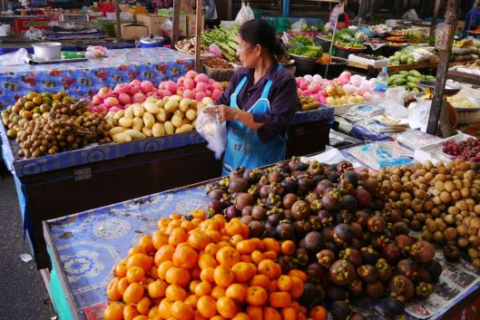 Satun market, Can you name any more than one fruit?